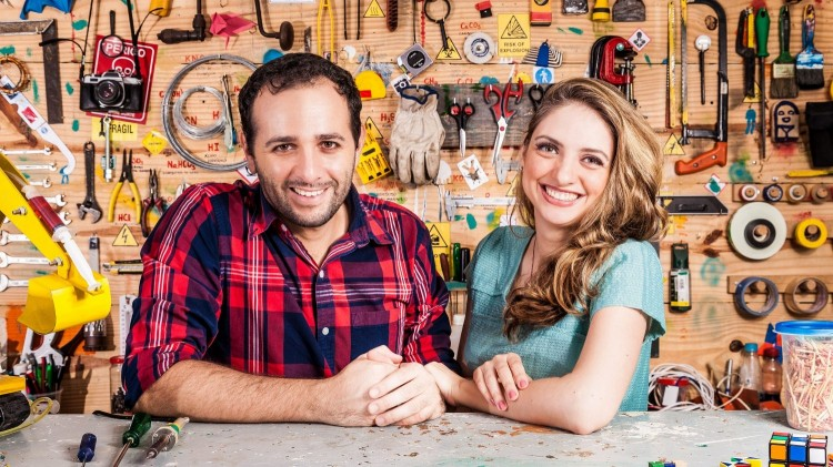 The Brazilian couple Manual do Mundo share content about science and technology.